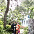 庭園に溶け込む和装姿のお二人