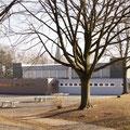 Sporthalle und Schulhof