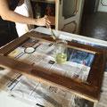 新しい木枠に防腐剤を塗る