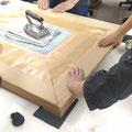 5日コースの午前の作業-DAY3 平滑化 クラフト紙の水での伸縮を生かし行う