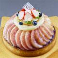 特注ケーキ 旬の白桃をぜいたくに使ったタルト