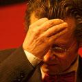 Jahresschlusskonzert 2013: Egon Rietmann beim Dirigieren des Streicherensembles