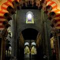 Die Hufeisenbögen stehen auf 856 Säulen!