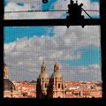 Blick durch den Glockenturm auf die Dächer von Salamanca