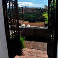 Nettes Cafe mit Blick auf die Alhambra, Granada