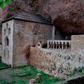 Monasterio de San Juan de la Peña (Jaca am Fuss der Pyrenäen)