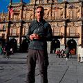 """Auf dem """"Plaza Mayor"""" in Salamanca in Erinnerungen schwelgend"""