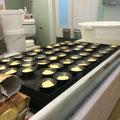 ...und dabei zusehen, wie die leckere Süßspeise hergestellt wird