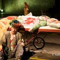 """""""Der Apfel aus Basra"""" - Michael J. Schwendinger (Kaufmann) , Marelize Gerber (Frau)"""