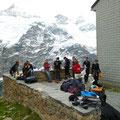 Gleckstein Hütte - Apéro nach anstrengendem Aufstieg
