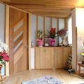 玄関ホール 思いっきり広くとりました。建具屋さんにドアを製作してもらいました。いいドアができました。