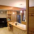 オープンキッチンです。奥の収納家具も製作しました。