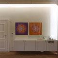 Lebendige Mandalas aus der Serie COLOUR LINE in einer Arztpraxis, Format 90 x 90 cm © Susanne Barth