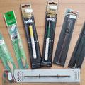 verschiedene Häkelnadeln von ChiaoGoo, Addi und KnitPro, unten eine Doppelhäkelnadel mit zwei unterschiedlichen Nadelstärken in einer Häkelnadel