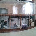 Дугообразный акриловый аквариум с оборудованием для морского мягкого рифа