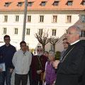 Abt Thomas Maria Freihart OSB bei der Begrüßung im Kloster
