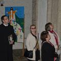 Frater Patrick  bei der Führung durch Kirche und Krypta