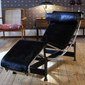Le Corbusier's design ikon LC-4 'The resting machine' från Cassina's 'classics' serie