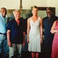Erinnerungsfoto von Diana Blok mit Landschaft von Jakob van Ruisdael, welche 1975 als Unabhängigkeits-Geschenk der Niederlande an die Republik Suriname übergeben worden war und dort im Präsidentenpalast von uns (SRAL) 2003 Maßnahmen unterzogen wurde