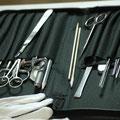 Blick auf Werkzeuguntensilien des Gemälde-Restaurators