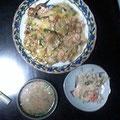 野菜たっぷり中華丼 豚汁 茄子、ゴーヤ エリンギ ソーセージの温サラダ