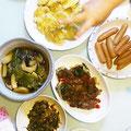 台風一過…今日はサツマイモの天ぷら、牛薄切りとほうれん草のミルフィーユ焼き、茄子とピーマン、エリンギの南蛮風、広島菜ピリ辛炒め、ウインナー。
