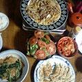 牛肉とジャガイモの細切り炒め 水菜とジャコ天の煮物 餃子 キムチ