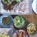 豚シャブ 煮物 キャベツとキュウリの浅漬 高菜 カレーうどん汁