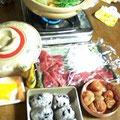 キムチと水菜の鍋 マグロ刺身 ささげのオニギリ 梅干
