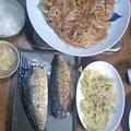牛モツとモヤシの炒め物 鯖の塩焼き かき揚げ ジャガイモと「ふ」のスープ
