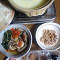 中華かゆ 茹で鶏 ふきと根菜とキノコの煮物