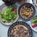 グリーンサラダ ひじき 牛肉 モヤシの炒め物 牛肉 ネギの卵とじ チリメンジャコの佃煮
