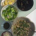 豚肉とピーマン、エリンギの細切り炒め ヒジキ レタスと新玉、茗荷のサラダ だし巻き卵