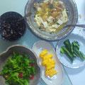 鶏と豆腐の中華炒め グリーンサラダ ひじき 卵焼き キュウリの漬物