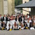 Die Pinguin-Kolonie der Konzertvereinigung Wiener Staatsopernchor, die in der berühmten Frostszene von KING ARTHUR ihren bibbernden Auftritt hat (Foto: Benno).