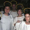 2004: KING ARTHUR. Die guten Engel der Konzertvereinigung kurz vor ihrem Auftritt hinter der Bühne (Fotos: Equiluz).