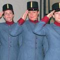 2004: DER ROSENKAVALIER Salzburger Festspiele. Von links nach rechts die drei adeligen Waisen des Chores: Silvia Panzenböck, Marianne Sattmann und Gabriella Bessenyi (Fotos: Erfurt).