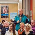 Viele Gäste nutzen die Gelegenheit, Fragen an Ingo Steuer zu stellen