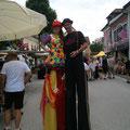 Lederhosentreffen Oberösterreich Stelzengeher Magic Klaus