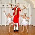 Stelzengeher Mit Marionetten Hochzeit Richard Lugner