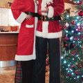 Weihnachtsmann auf Stelzen in Bad Kleinkirchheim Kärnten