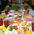 Праздничный обед в лесу - вдвойне вкусный!