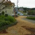 流れ出した表土は県道まで達した