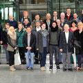 Egon Jüttner mit der Mannheimer Stadtprinzessin Rebecca I. und dem Mannheimer Stadtprinzen Steffen I. sowie einigen Mitgliedern der großen Carnevalgesellschaft Feuerio im Deutschen Bundestag