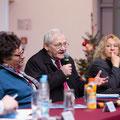 Egon Jüttner im Gespräch mit Schülerinnen und Schülern der Deutschen Schule in Moskau