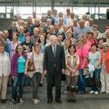 Egon Jüttner zusammen mit 50 Mannheimerinnen und Mannheimer im Paul-Löbe-Haus des Deutschen Bundestags