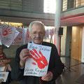 """EgonJüttner beim """"Red Hand Day"""" im Paul-Löbe-Haus des Deutschen Bundestags"""