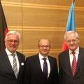 """Egon Jüttner mit dem Botschafter von Aserbaidschan, S.E. Parviz Shabazov, und Honorarkonsul Otto Hauser bei der Gedänkfeier zum """"Schwarzen Januar"""" im DBB Forum in Berlin"""