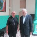 Egon Jüttner mit Bischof Jorge Serpa in Kuba