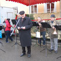 Egon Jüttner bei der Eröffnungsrede des Adventsmarktes